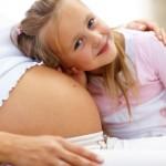 Očekáváte v roce 2015 narození dítěte? Zajímalo by vás, jestli budete mít nárok na porodné, a kolik by to mohlo být peněz? Bude nárok i na porodné na druhé dítě?