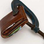 Od začátku července 2020 (od 1. 7. 2020) se zvyšuje nezabavitelná částka při exekuci a insolvenci. Změna výpočtu exekuce je poměrně výrazná. Dlužníkovi s manželkou a dvěma dětmi může zůstat i od 2 – 3 tisíc korun více (v závislosti na tom, jaká je jeho čistá mzda a typ exekuce).