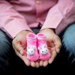 Výpočet výše mateřské (peněžité pomoci v mateřství), se provádí z hrubého příjmu (výplaty), za posledních 12 měsíců